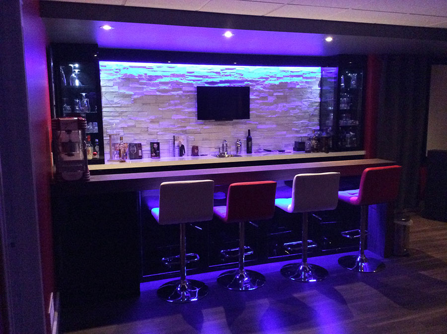 Sous sol bar et cin ma construction r novation moderne for Bar sous sol maison